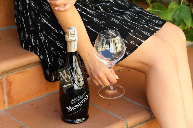 bottiglia di prosecco e bicchiere