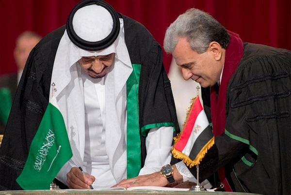 الملك سلمان يتسلم الدكتوراه الفخرية من مجلس جامعة القاهرة