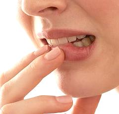 Tips Mengatasi Bibir Kering dan Pecah-Pecah Saat puasa