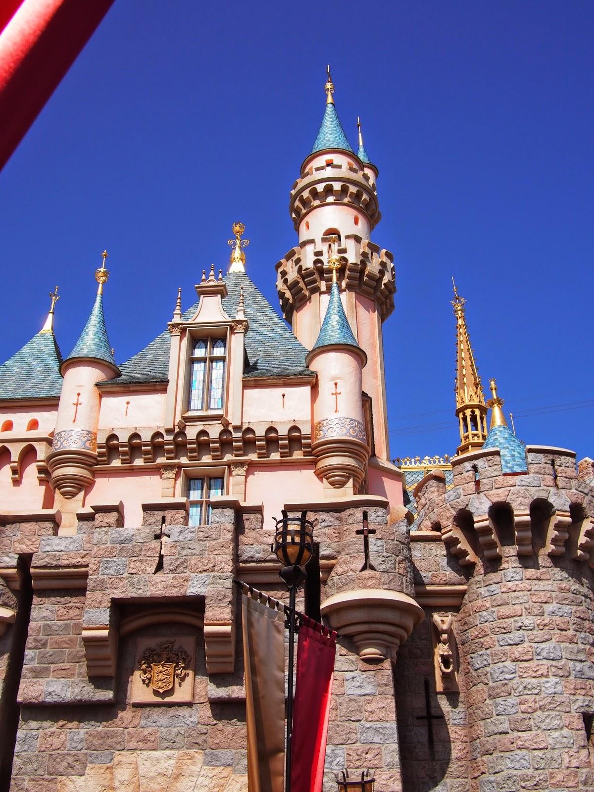 Disney Avenue: A Walk in the Park: Disneyland Edition ...