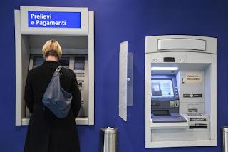 Banche    gli italiani preferiscono sempre di più le operazioni elettroniche