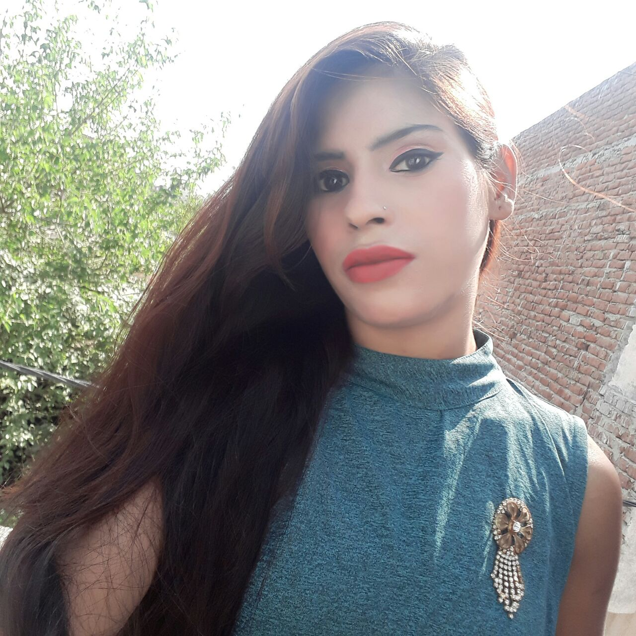 name laviya age 18 hight 5 skin colour fair hair colour brawon shoose size 6 comfortable all dress location delhi