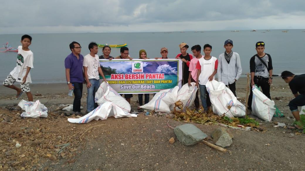 Kegiatan Bersih Pantai Lungkak Bersama Lambur Community