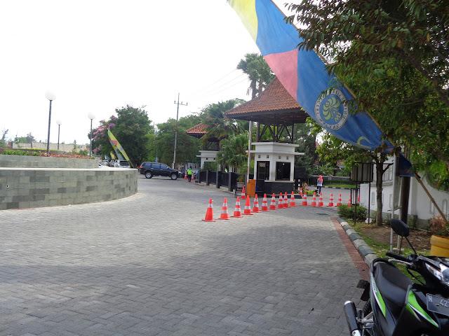 Parkiran Gedung Rektorat UM