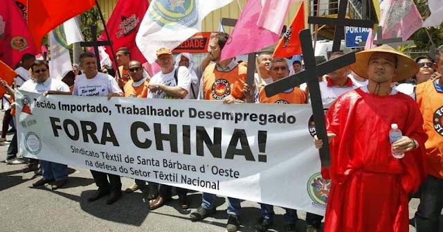 Brasil: protestos populares contra os males da penetração econômica chinesa no País.
