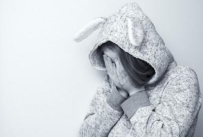 anak yang mengalami trauma akibat cara pengasuhan yang salah