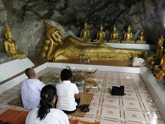 พระพุทธรูป ปางนอน