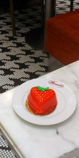 Dolce Amore - Strawberry mousseline with strawberry confit and coconut sponge (S$8.50)