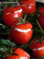 http://czerrrwonaporzeczka.blogspot.com/2016/02/nadziewane-pomidorki-i-twarozek-z.html