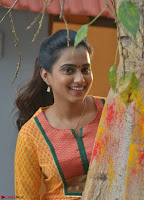 Dimple Chopde in Tamil movie Jeyikkira Kuthira 003.jpg