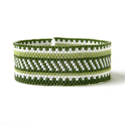 купить украшения ручной работы из бисера зеленый браслет из бисера фото цена