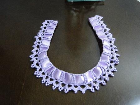 Colar de crochê com fita e continhas - criado e confeccionado por Pecunia MillioM
