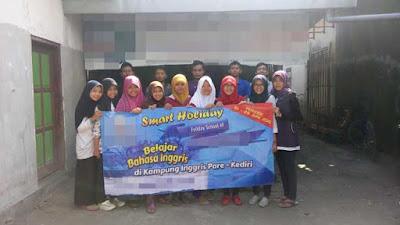 Para peserta kursus di Kampung Inggris Pare, Kediri