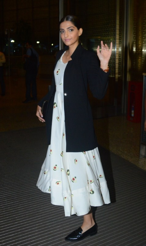 Sonam Kapoor Heads to Delhi for Veere Di Wedding Shooting