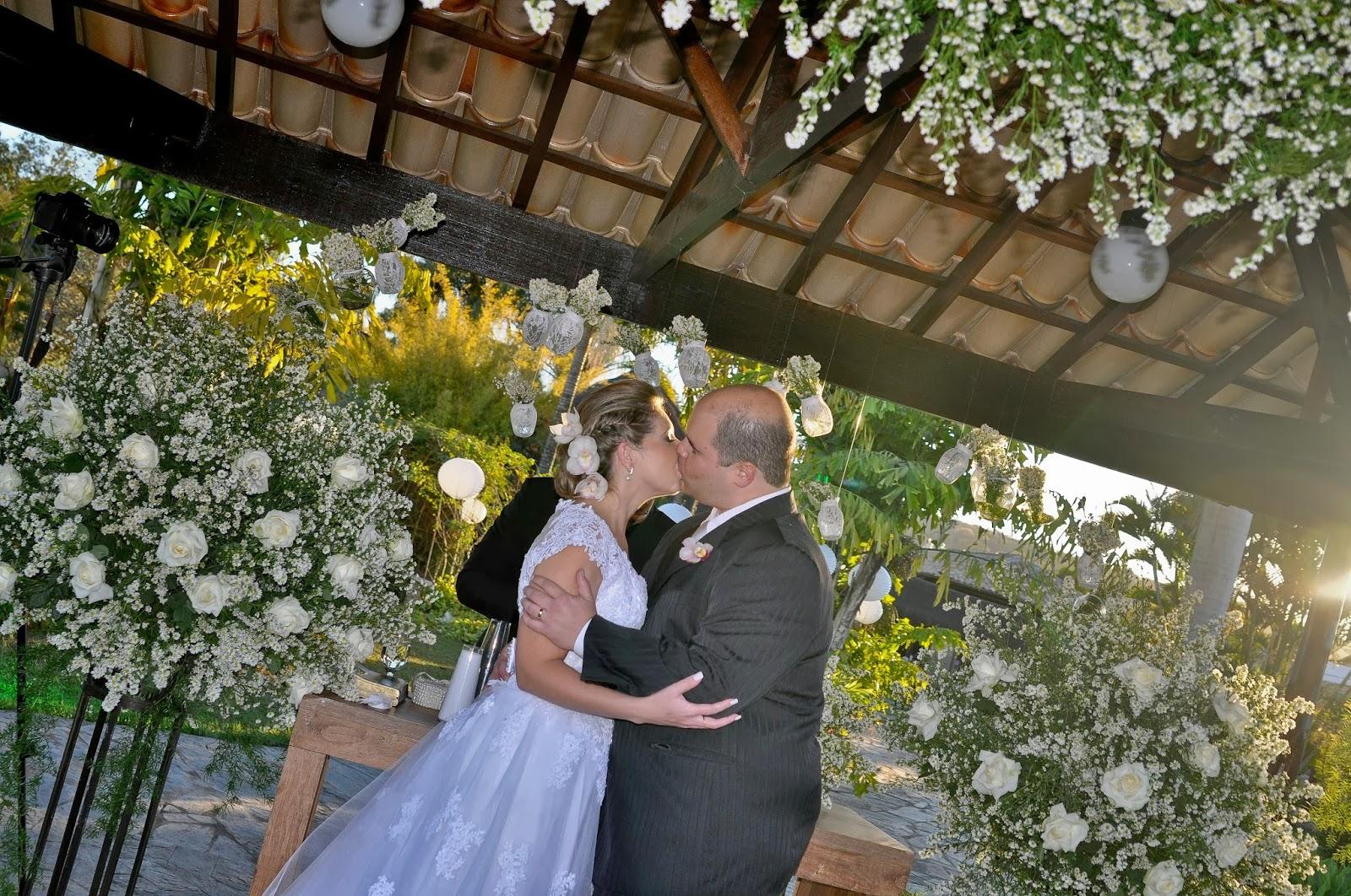casamento-geek-beijo-noivos