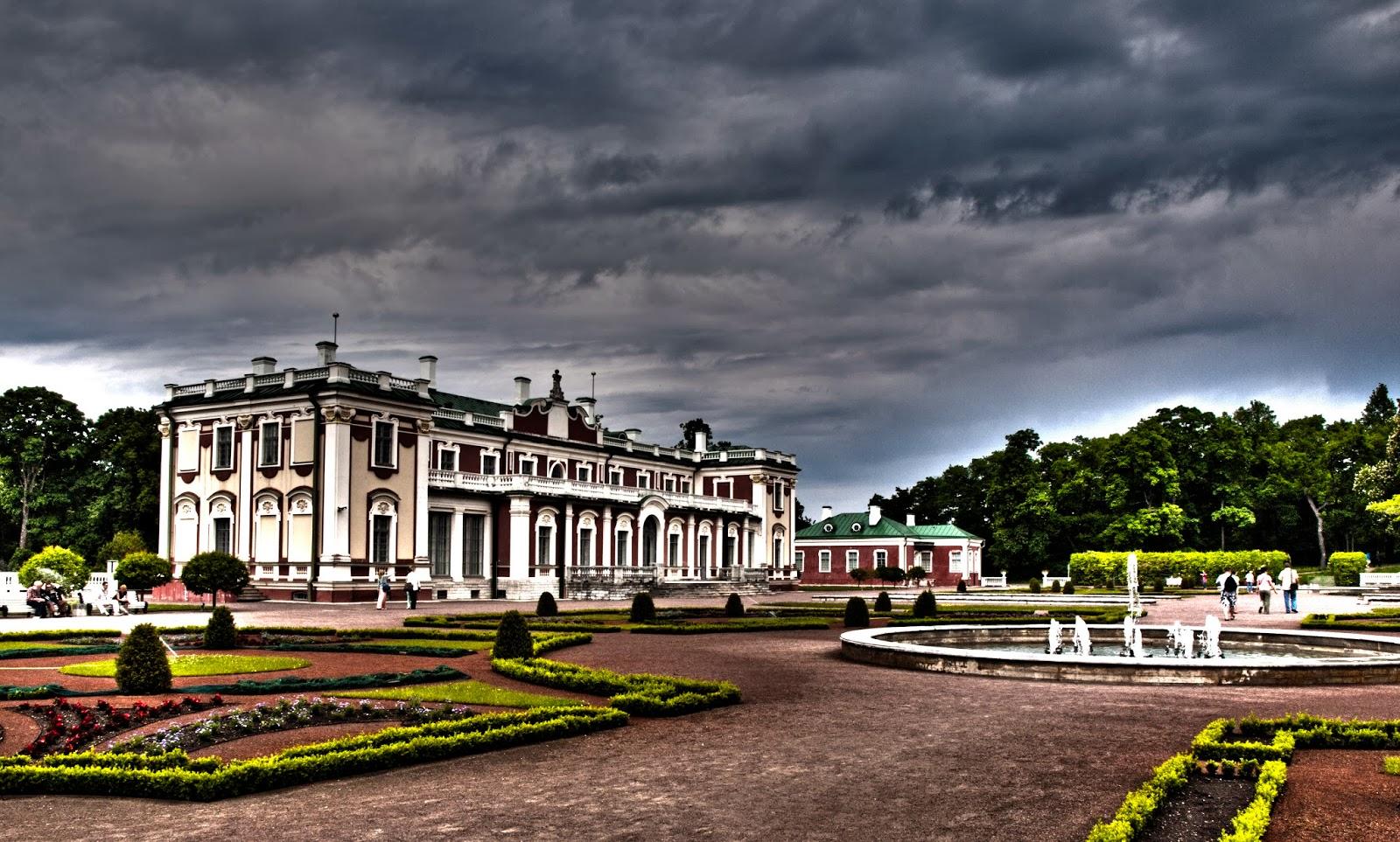 Дворец и парк Кадриорг в Таллинне