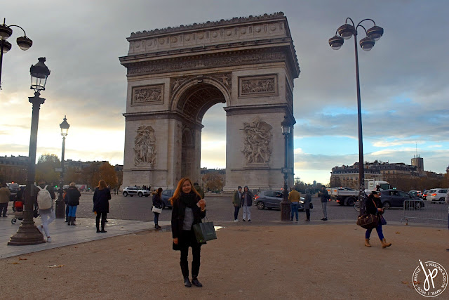girl picture taking at arc de triomph