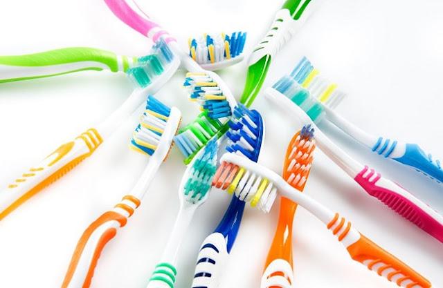 Cách lựa chọn bàn chải đánh răng tốt cho gia đình