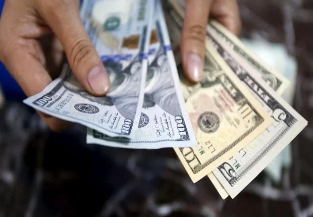 Efe: La hiperinflación, tras fulminar los bolívares, devora los dólares y los euros