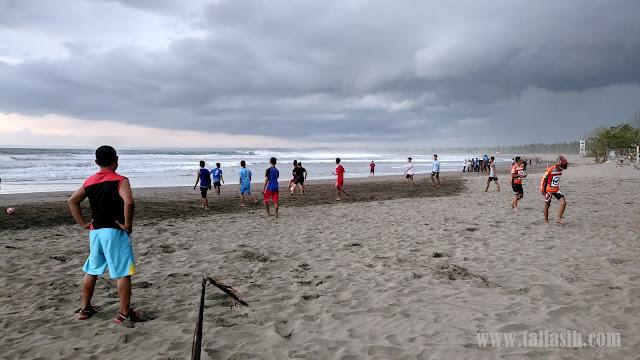 Main Bola di Pantai Pangandaran