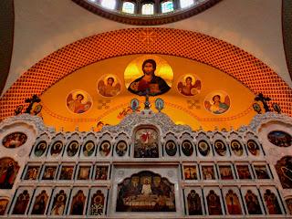 Pinturas em Cores Vivas no Altar da Catedral Ortodoxa de São Paulo