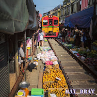 Travelog Percutian Bangkok - Maeklong Railway Station Market