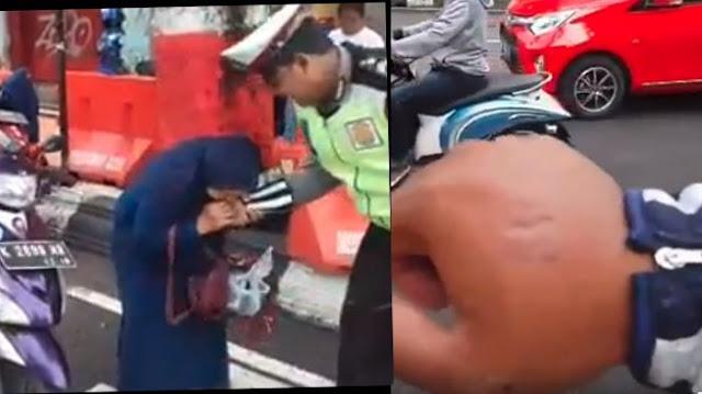 Kronologi Seorang Emak - emak Gigit Polisi Akibat Tak Terima Ditilang
