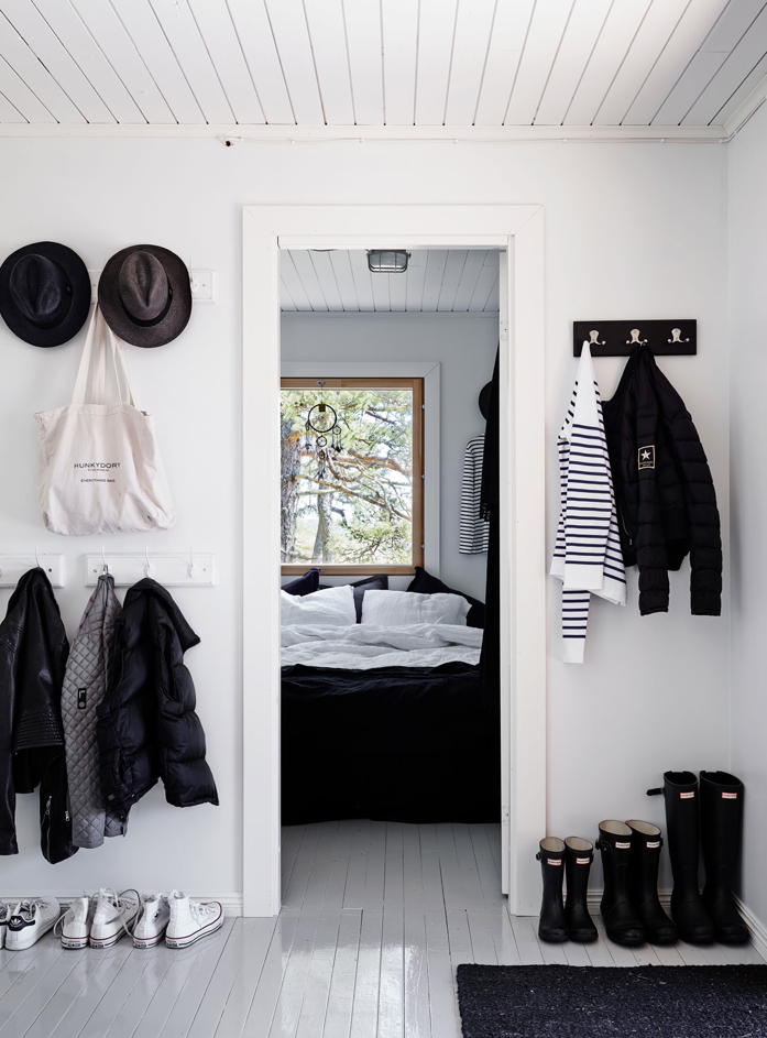 Black and White Decor Takes Center Stage in This Finnish Home - design addict mom