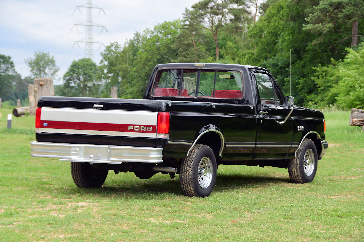 The big 4 9 liter straight six is powerful and smooth it has also an automatic transmission a great classic truck that looks so nice yes this car has