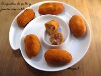 Croquetas de pollo y jamón con caldo
