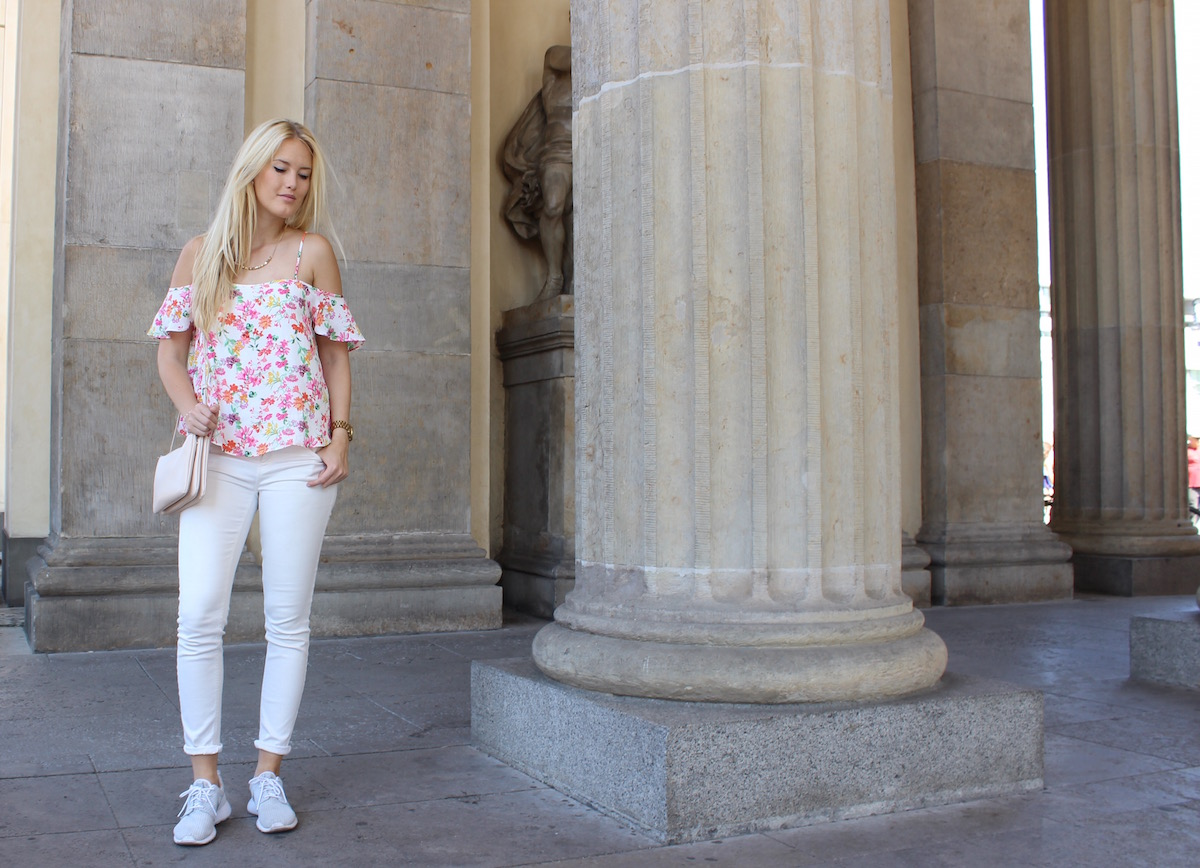 TheBlondeLion, Fashionblog, Germany, Berlin Brandenburger Tor, Blumenprint, Nike Roshe Run, Outfit
