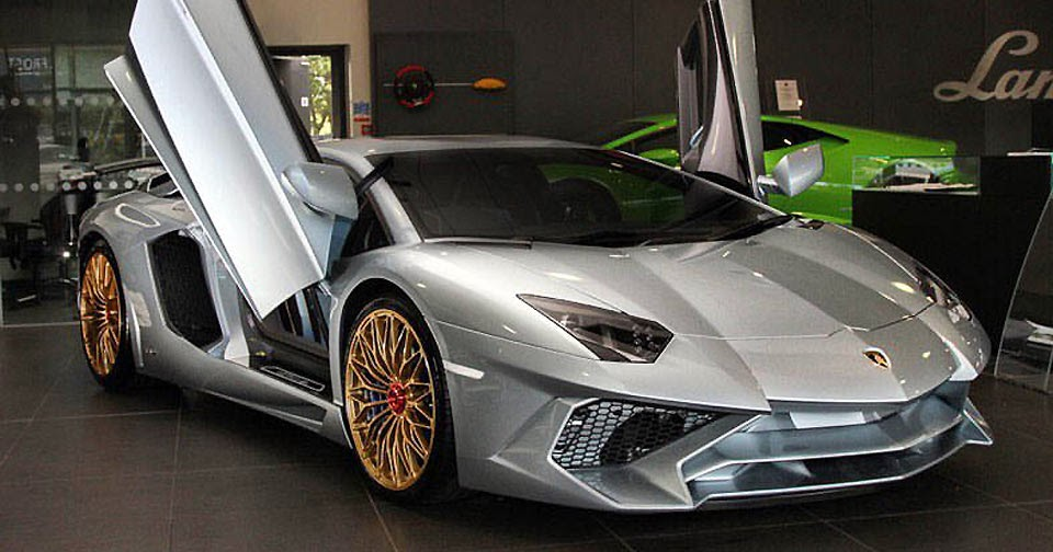the last aventador sv is the most special with porsche 918 paint. Black Bedroom Furniture Sets. Home Design Ideas