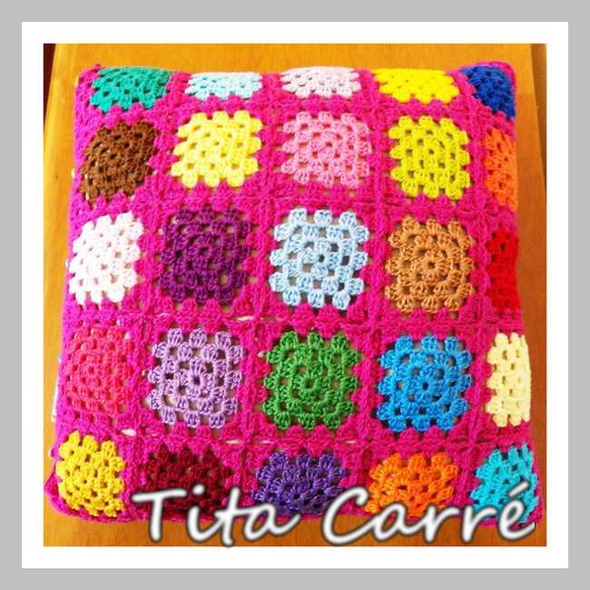 Almofada Square Coloridos com fundo Pink