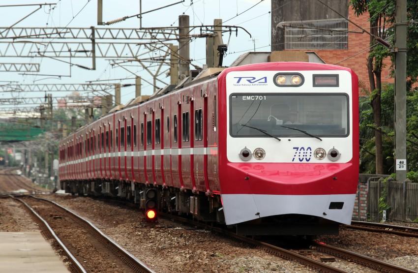 飛行場の測候所: 「臺鐵X京急」EMU700出發!