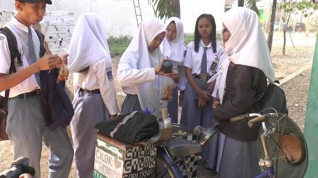 Bermodal Pinjaman 150.000 Ida Ayu Siswi SMK di Kroya Mulai Jualan Cilok Sambil Sekolah