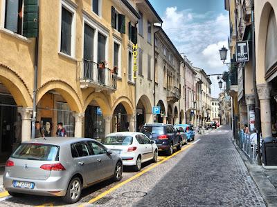 Mucho cuidado con alquilar un coche en Italia.