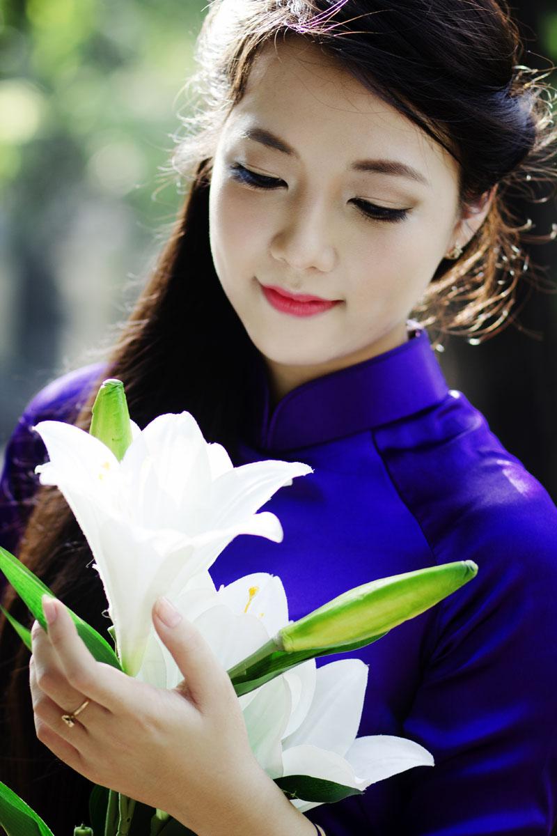 Vẻ đẹp áo dài truyền thống với mái tóc dài thuần Việt