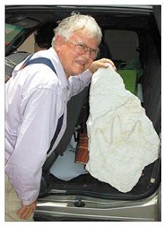 Las huellas en la piedra, prueba sólida de la interacción humana con dinosaurio?