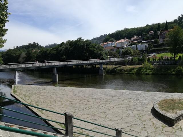 Ponte pedonal sobre o Rio Vez