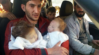 Kisah Pedih Pria Suriah yang Bayi Kembarnya Tewas Berbusa Terkena Serangan Bom Kimia