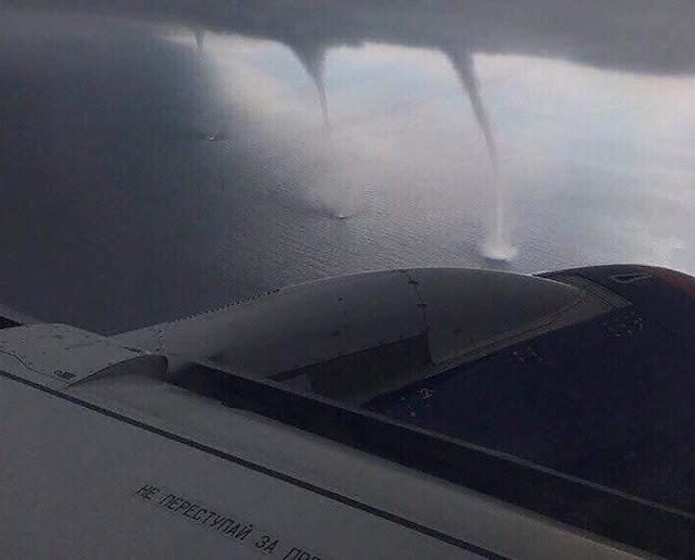 В Сочи пилот самолета не испугался смерча и посадил самолет