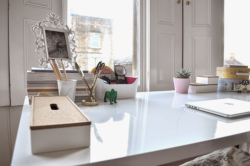 Decluttering tips for a tidy desk