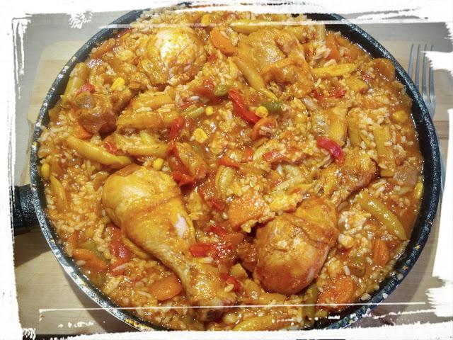 kurczak z patelni kurczak w warzywach z ryzem danie jednogarnkowe