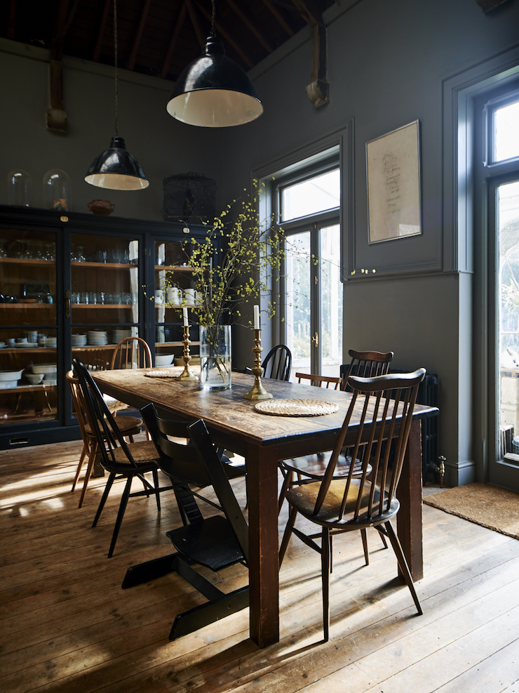 Decordemon 19th century gloucestershire house for Country industrial kitchen designs