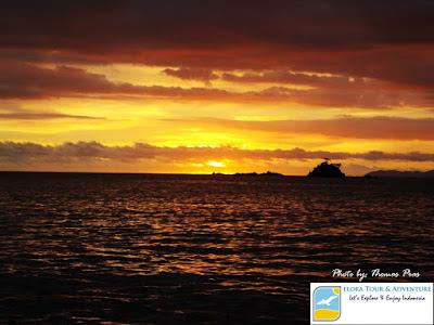 Foto sunset Teluk Kiluan eloratour