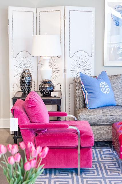 eye for design decorating with hot pink furniture. Black Bedroom Furniture Sets. Home Design Ideas