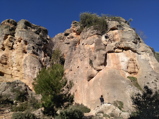 Montesa crag and climbers