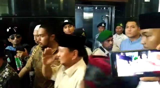 Sholawat Badar Sambut Kehadiran Prabowo di Ijtima Ulama III