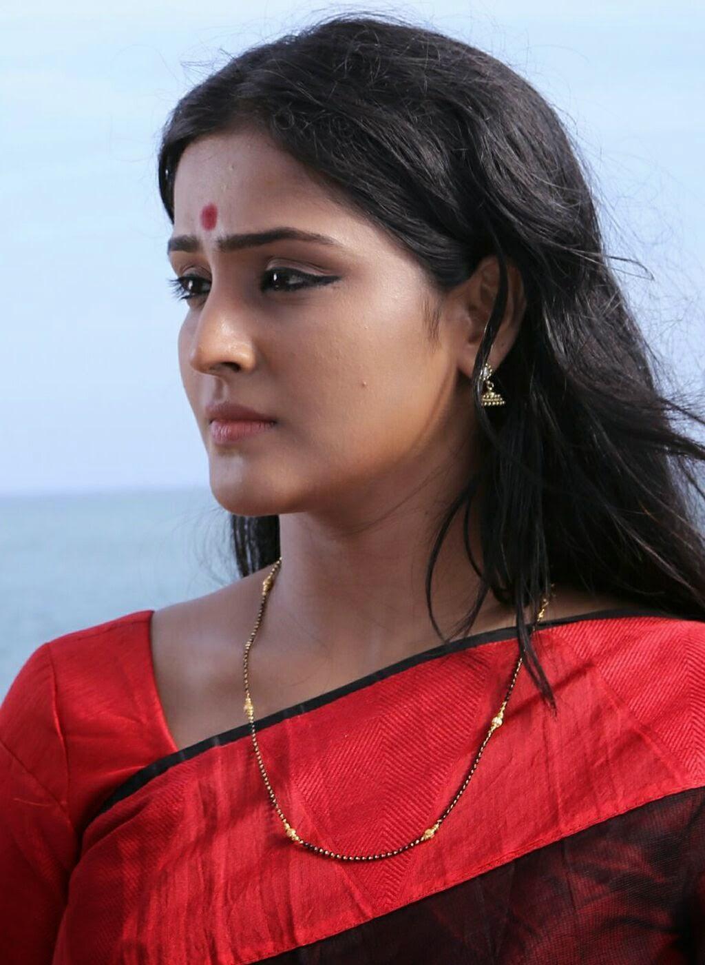 Ramya nambeesan latest photo gallery in saree