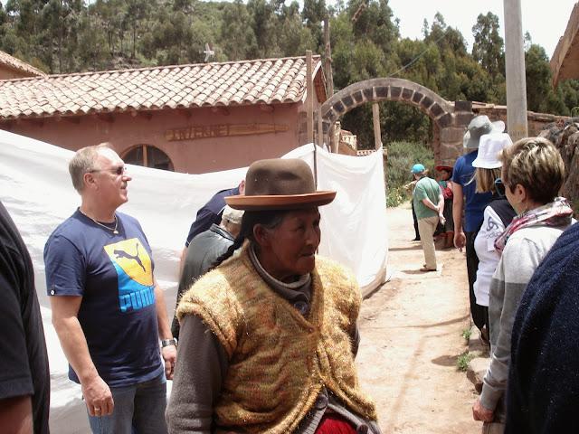 peru puno yerli kıyafet